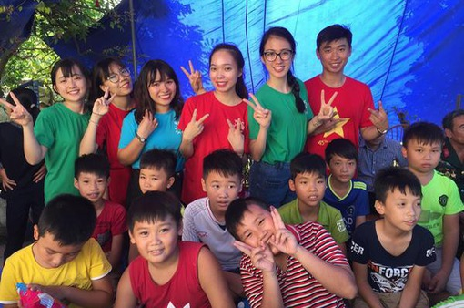 Đoàn đại biểu SSEAYP Việt Nam mang niềm vui tới bệnh nhân và trẻ em cơ nhỡ