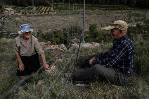 Cuộc sống lặng lẽ khó tin trong ngôi làng chỉ có… hai cư dân