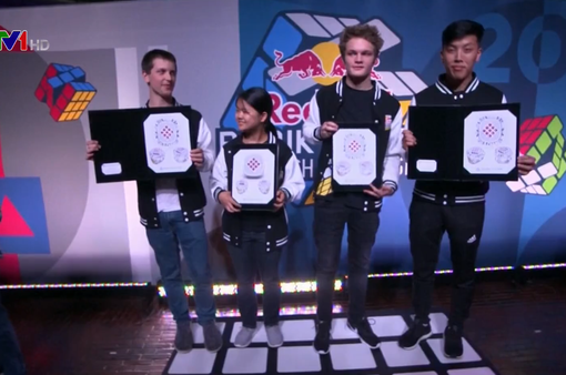 Chàng trai người Australia giải khối rubik chỉ trong 5 giây