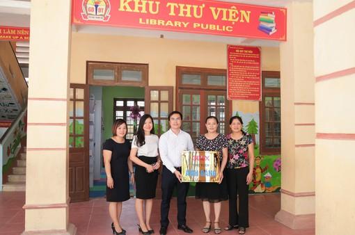 Trao tặng thư viện sách cho học sinh tiểu học Hà Nam