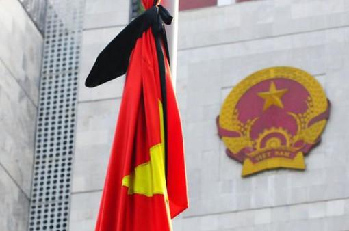 Thượng cờ rủ tại Quảng trường Ba Đình