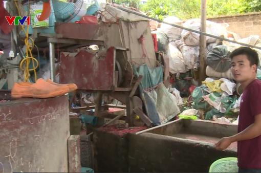 """Cơ sở sản xuất nhựa giữa khu dân cư """"hành dân"""""""