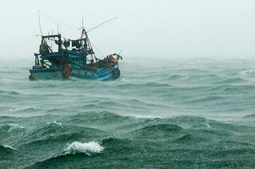 Nỗ lực tìm kiếm 6 ngư dân mất tích nhiều ngày