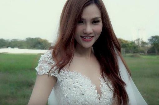 """Ca sĩ Thu Thủy diện váy cưới trong  teaser MV """"Hết yêu"""""""