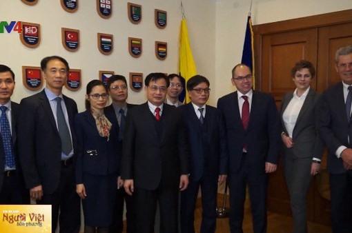 Đại sứ Việt Nam tại Ukraine thăm và làm việc tại tỉnh Odessa