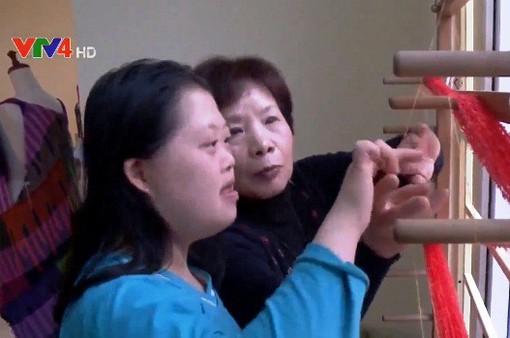 Đưa dệt Saori Nhật Bản đến với trẻ khuyết tật Làng Hòa Bình