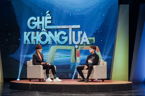 Lộ diện fan cuồng dán giấy kín mít xe Nguyễn Trần Trung Quân