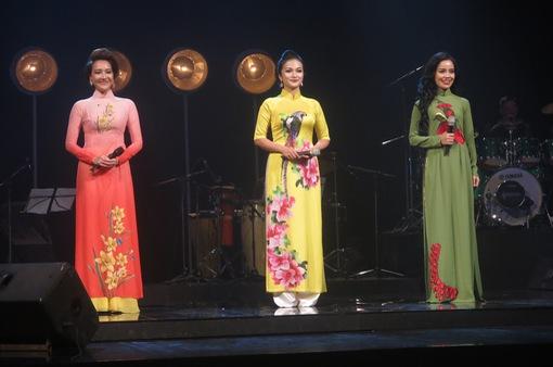 Gặp lại ba quán quân Sao mai 2017 trong chương trình Nghệ sĩ tháng