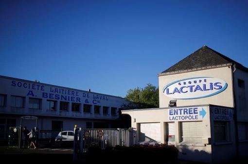 Pháp khám xét văn phòng của hãng Lactalis