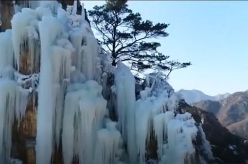 Vẻ đẹp mê hồn của những thác nước đóng băng trên toàn thế giới