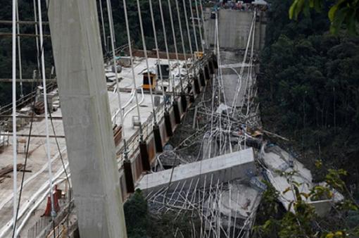 Sập cầu đang xây ở Colombia, 10 người thiệt mạng