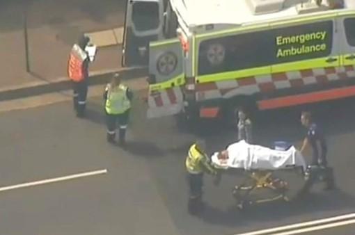 Tàu đâm vào rào chắn ở Australia, 15 người bị thương
