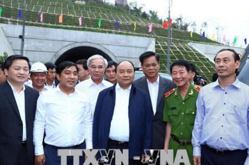 Thủ tướng Nguyễn Xuân Phúc thị sát tại hầm đường bộ xuyên Đèo Cả