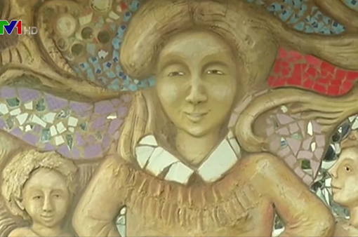 Độc đáo vẽ tranh tường từ vật liệu tái chế