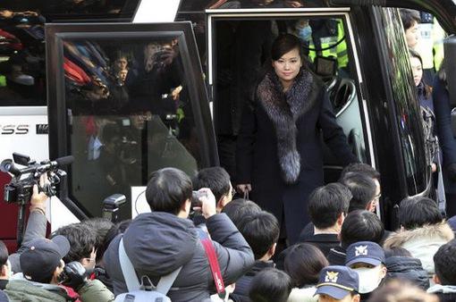Người đẹp trầm lặng dẫn đoàn tiền trạm Triều Tiên tới Hàn Quốc