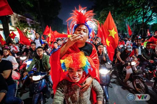 """""""Sốt sình sịch"""" săn tour đi xem U23 Việt Nam đá chung kết U23 châu Á"""