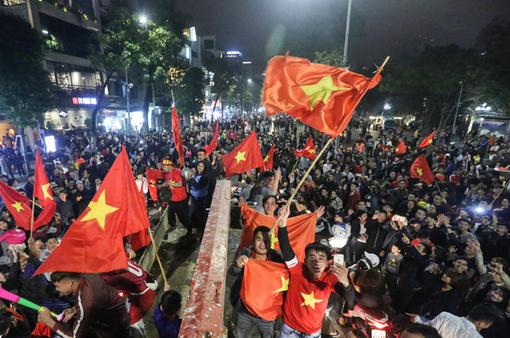 Café Sáng cuối tuần: Hân hoan chiến thắng lịch sử của U23 Việt Nam