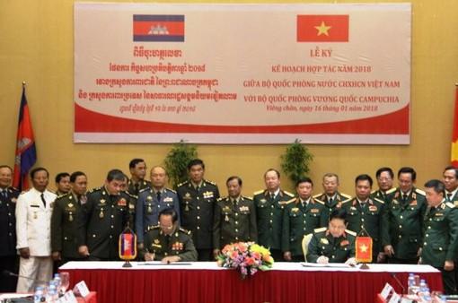 Việt Nam – Campuchia tăng cường hợp tác quốc phòng