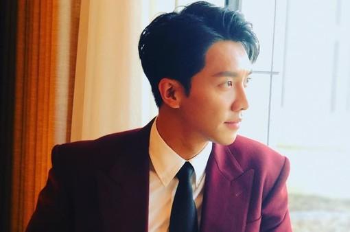 Lee Seung Gi đón sinh nhật tuổi 32 ở phim trường