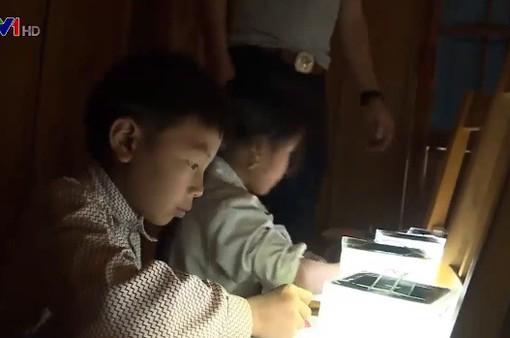 Tặng 1.000 chiếc đèn năng lượng Mặt trời cho trẻ em vùng cao