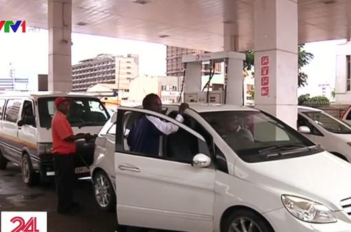 Zimbabwe tăng gấp đôi giá xăng