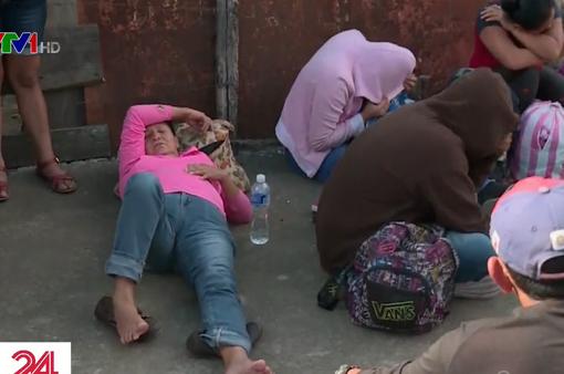 Khoảng 2.000 người di cư tiếp tục đổ về biên giới Mỹ