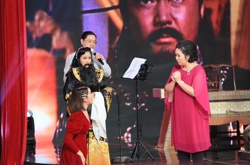 Ký ức vui vẻ: Thúy Ngân đòi hôn Việt Trinh