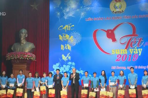 Phó Thủ tướng Trương Hòa Bình tặng quà công nhân lao động có hoàn cảnh khó khăn tỉnh Hải Dương