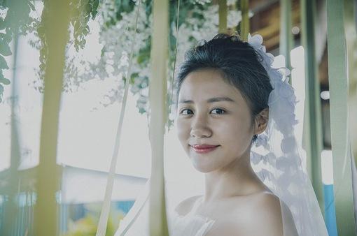 Văn Mai Hương hóa cô dâu đau khổ trong MV mới