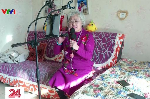 """""""Cơn sốt"""" livestream của người cao tuổi ở Trung Quốc"""