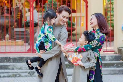 MC Hồng Phúc bật mí bí quyết chọn áo dài cho cả gia đình ngày Tết