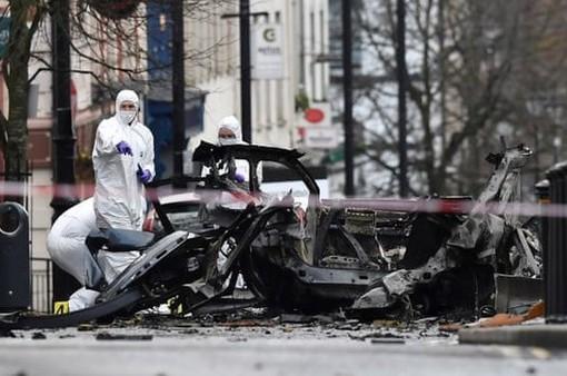 Bắc Ireland bắt giữ 2 nghi phạm trong vụ đánh bom xe