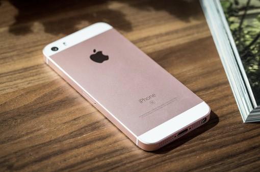 Apple bất ngờ bán trở lại iPhone SE - chiếc iPhone nhỏ nhất, rẻ nhất và tốt nhất!