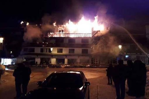 Cháy lớn ở khu nghỉ dưỡng trượt tuyết ở Pháp