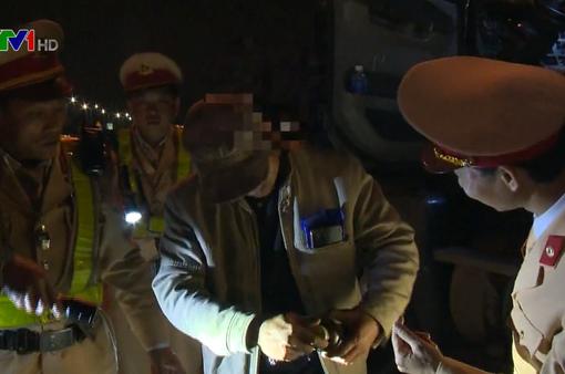 Phát hiện tài xế container trên cao tốc Pháp Vân - Cầu Giẽ dương tính ma túy