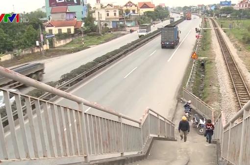 Vụ tai nạn ở Hải Dương: Nghịch lý cầu vượt cho người đi bộ dẫn xuống đường quốc lộ