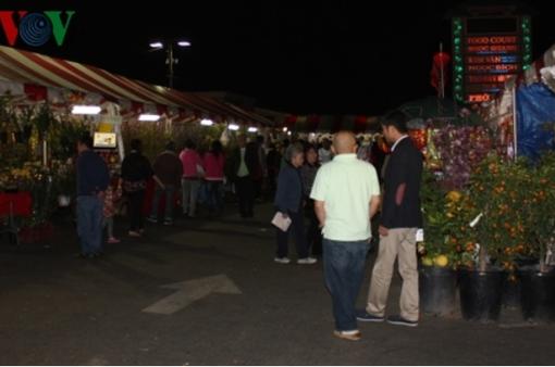 Chợ hoa Phước Lộc Thọ của người Việt tại Mỹ vắng khách