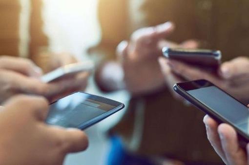 Người Việt dành hơn 70% thời gian sử dụng điện thoại để giải trí trong dịp Tết