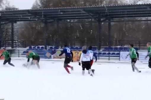 Thú vị trò chơi bóng bầu dục trên tuyết