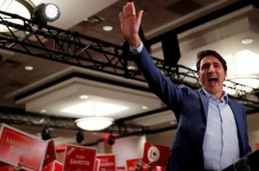 Thủ tướng Canada phải mặc áo chống đạn đi vận động tranh cử