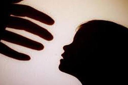 Hôn vào gáy người dưới 16 tuổi sẽ bị kết tội Dâm ô trẻ em