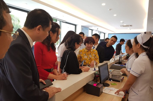 Bệnh viện Ung Bướu Hà Nội triển khai dịch vụ thanh toán viện phí trực tuyến bằng thẻ khám bệnh