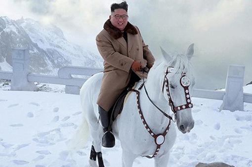 Chủ tịch Kim Jong-un cưỡi bạch mã trên núi thiêng