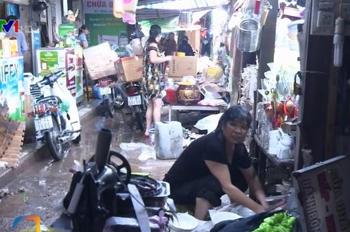 Nhiều tài sản, hàng hóa của tiểu thương ở Nghệ An hư hỏng sau mưa lũ