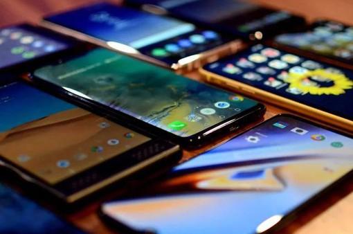 Smartphone cao cấp nào bị mất giá nhiều nhất sau một thời gian sử dụng?