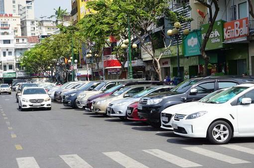 TP.HCM tiếp tục thu phí đỗ xe lòng đường