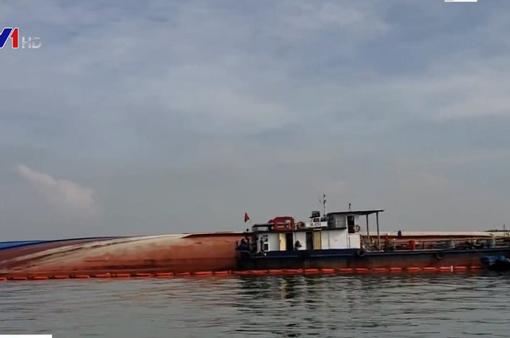 Chìm tàu chở container ở TP.HCM: Khẩn cấp hút 150 tấn dầu ra khỏi tàu