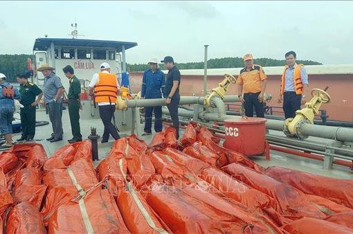 Sự cố chìm tàu ở Cần Giờ: Thu gom được khoảng 30m3 dầu lẫn nước