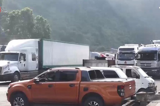 Hàng trăm xe hàng nông sản vẫn ùn ứ tại cửa khẩu Tân Thanh