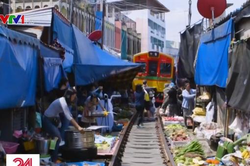 Nhiều phố đường tàu nổi tiếng thế giới trở thành điểm hút khách du lịch